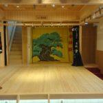 井原市にできた能舞台設置のおもしろ宿『神楽宿ゲストハウスまつり』