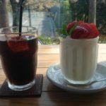 カフェ・デュース|テニスクラブ併設のカフェ。桜の時期はめっちゃキレイなはず